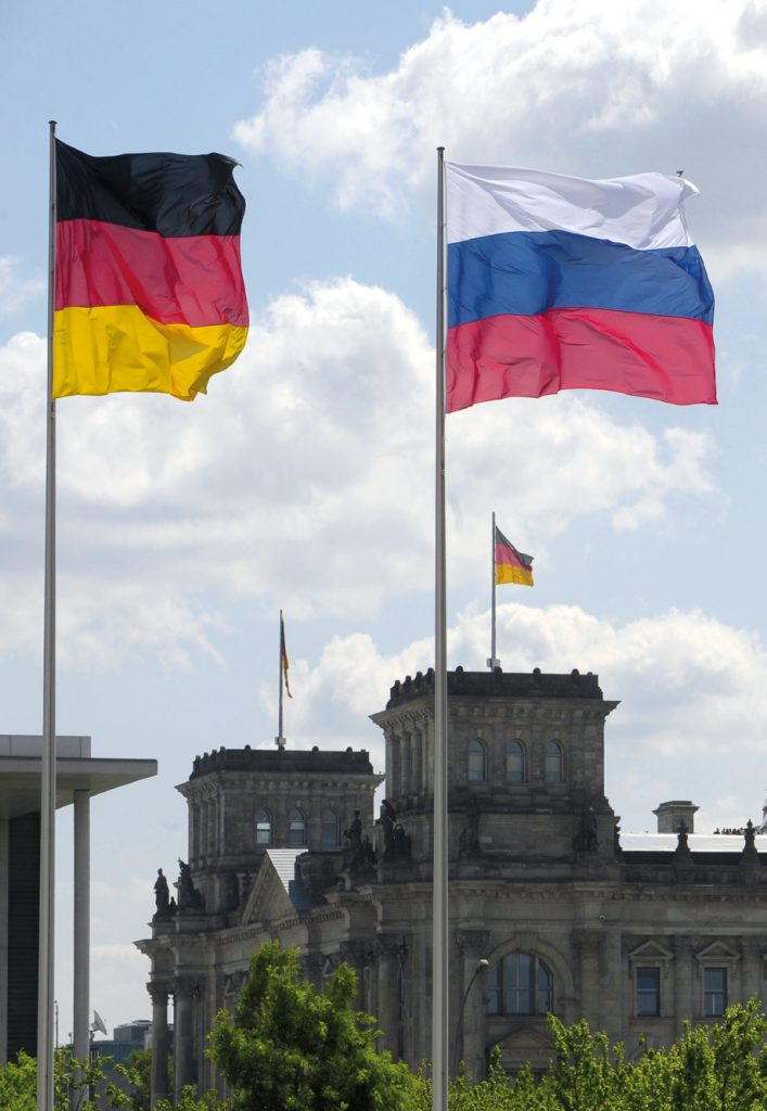 316761 05.06.2008 05 июня 2008. Флаги Германии, России и ЕС (слева направо). Сергей Гунеев/РИА Новости
