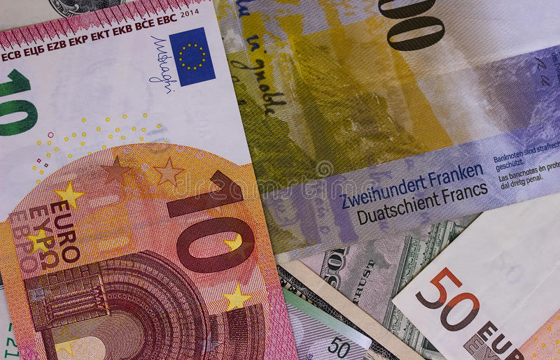пре-посы-ка-абстрактного-евро-о-ара-и-швейцарского-франка-95927603